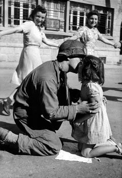 Tony Vaccaro Il bacio della liberazione